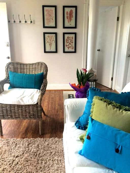 Cosy & clean 1 bedroom suite- patio and view - Nanaimo - Daire