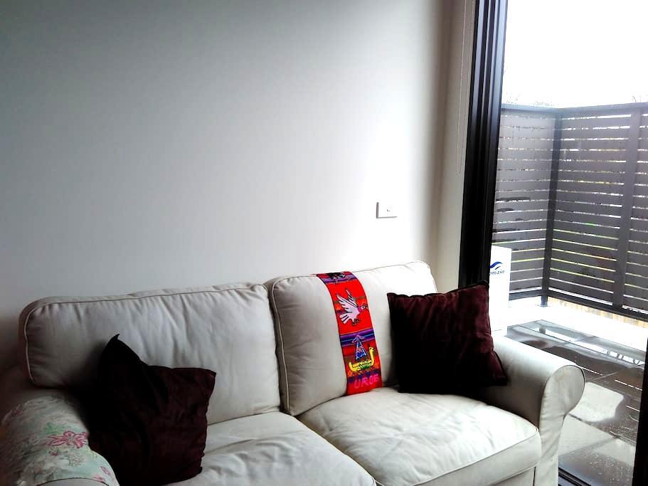 1 bedroom apartment, good location - Murrumbeena - Apartamento