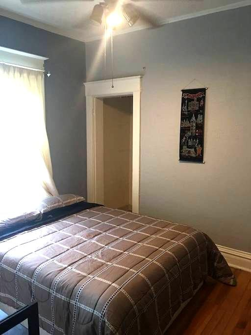 Private room with Netflix near downtown Denver - Denver - House