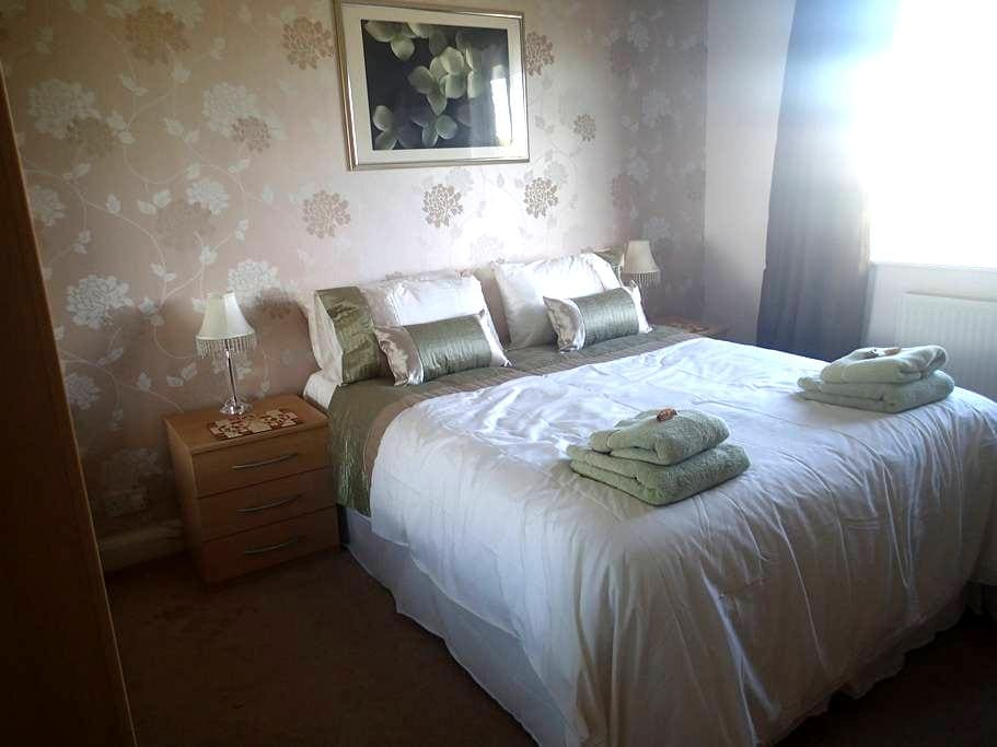 Double Room with private bathroom  for guests - Eastbourne - Rumah