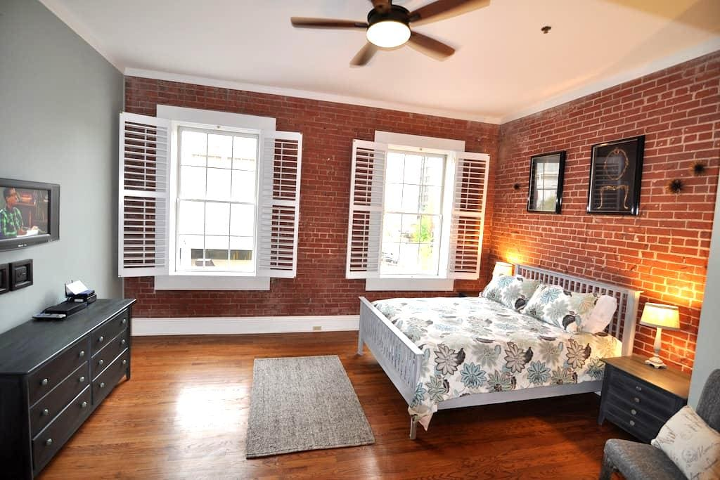 Stylish downtown condo - Greenville - Apartamento