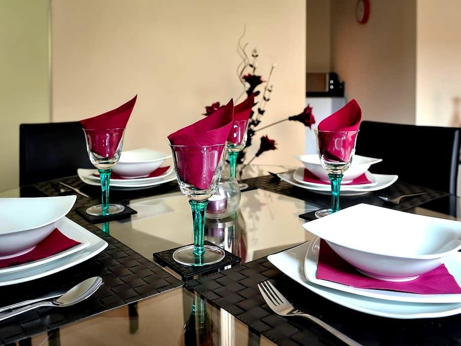 Select Serviced Accommodation - Gweal Place - Reading - Apartment