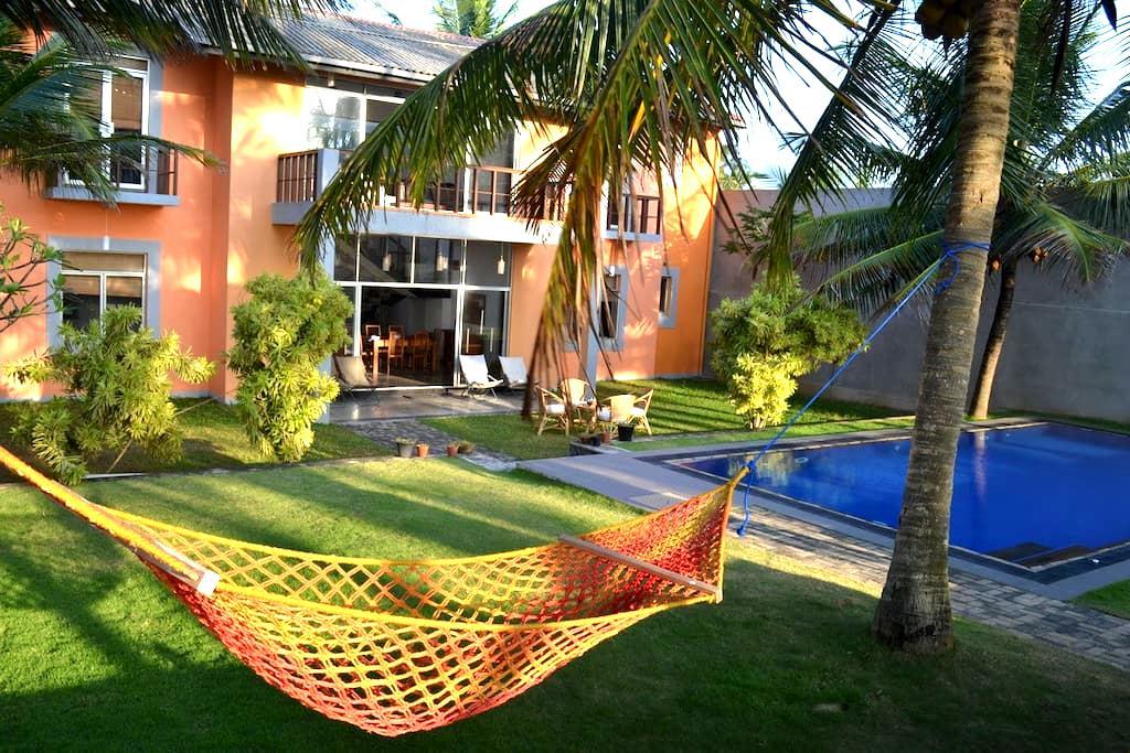 Thambili Beach House - Uswetakaiyawa (nr Wattala) - Kandana - バンガロー