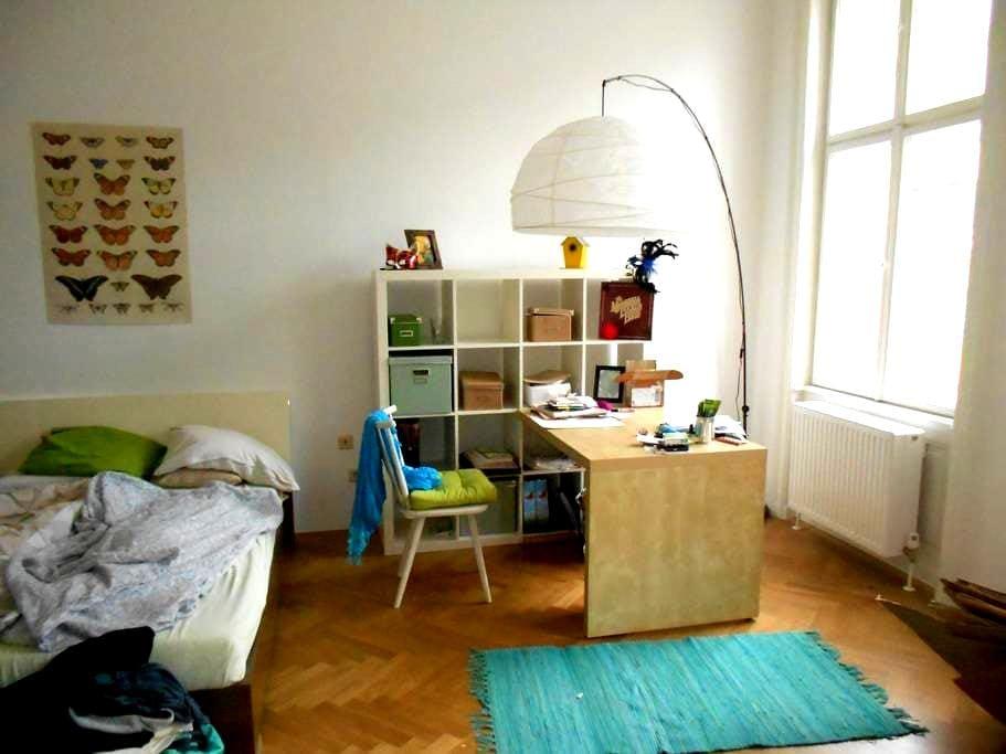 Zimmer in familiärer Altbauwohnung - Wien