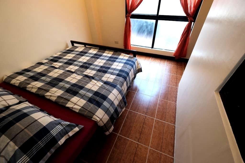 Loft: near a mall, queen bed, WIFI, clean & cozy - Mandaue