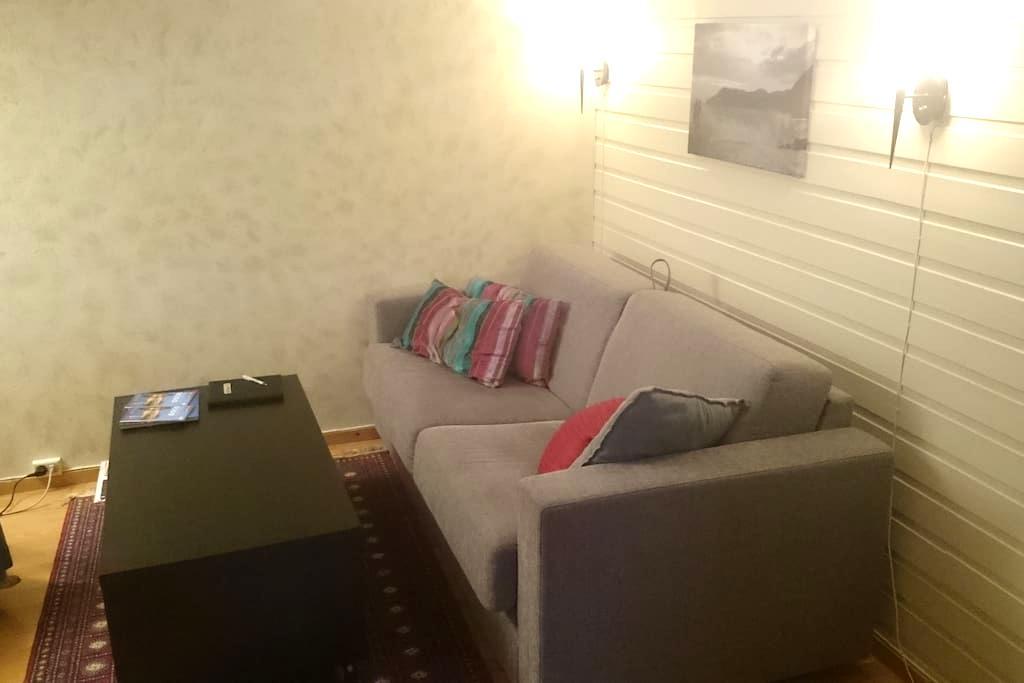Cozy private basement apartment/sous sol - Bodø - Departamento