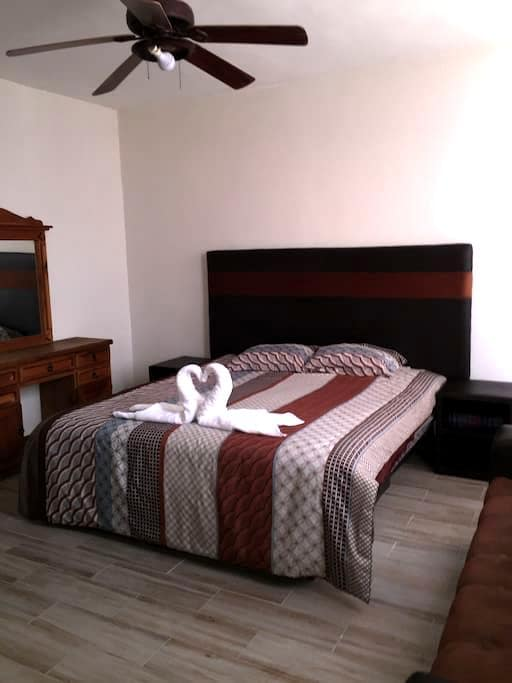 3 bedroom-Ideal for up to six guests- Dog friendly - León - Condominio