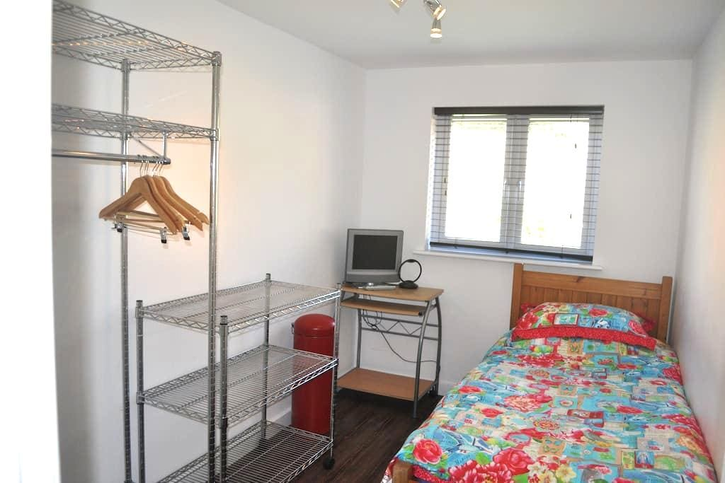 SINGLE ROOM (plus one) LONDON - New Eltham - Apartamento