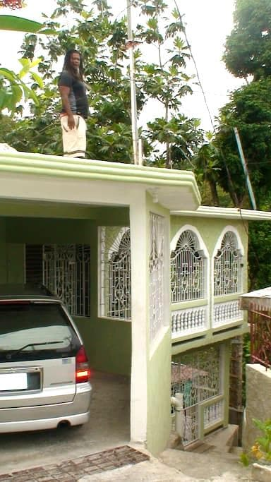 JAH BILLY'S IRIE ITES GUESTHOUSE #2 - Montego Bay - Hus