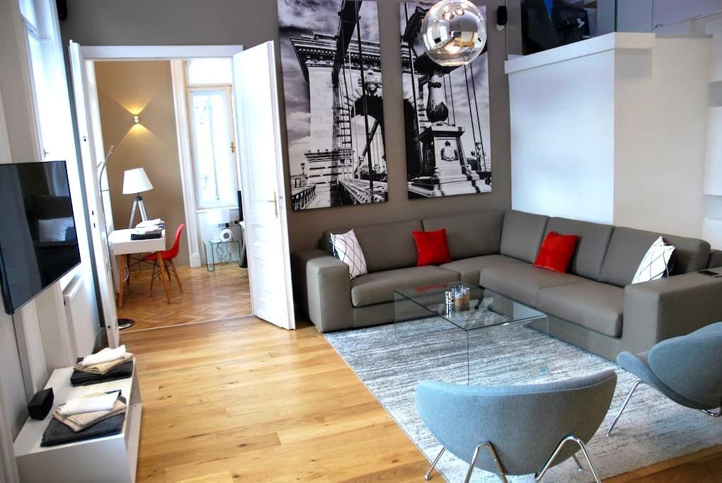 5-Star, Best Location, Bright & Modern Penthouse - Budapest - Departamento