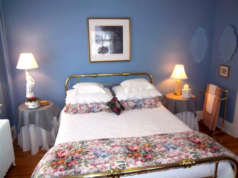 Qn Bed, Private Bath, Big Breakfast - Red Bank