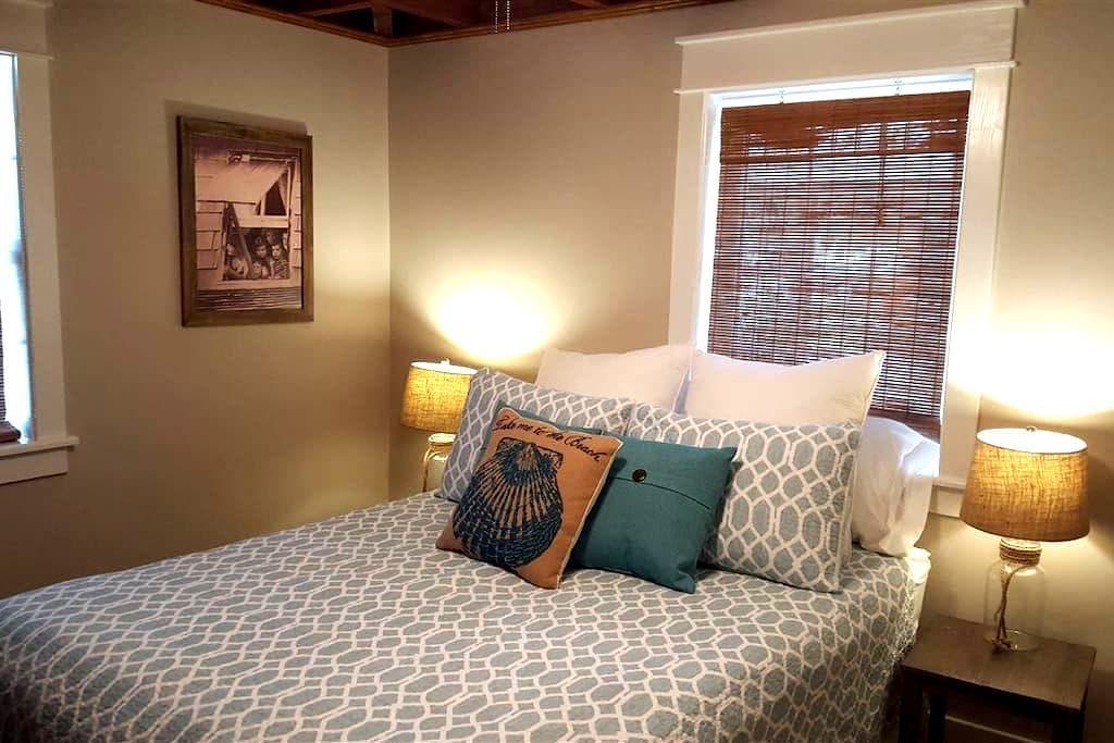 Quiet Beach Retreat Bedroom in OBX! - Kill Devil Hills - Huis