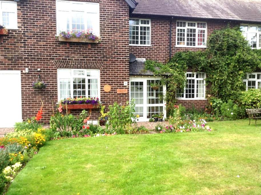 Family home in quiet rural area. - Warrington