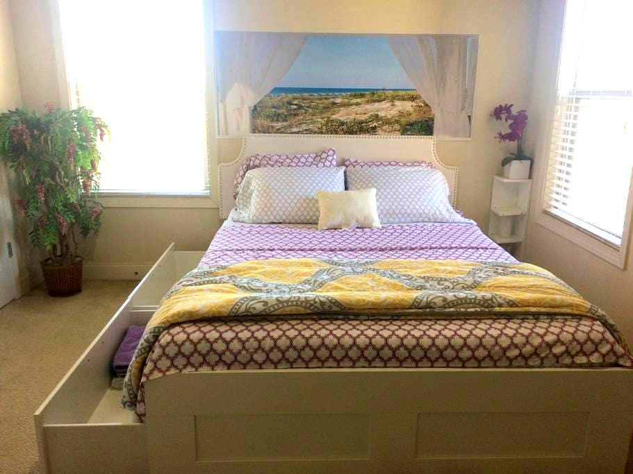 Private Bedroom#1 (Near HWY 75 & KSU in Kennesaw) - Kennesaw