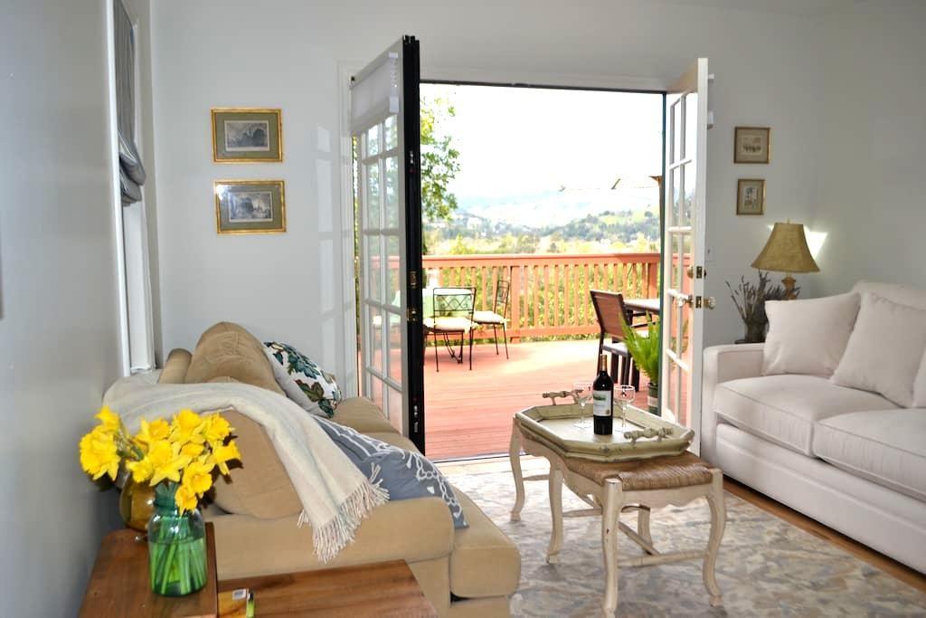 Hilltop Bungalow with Marin views - San Anselmo