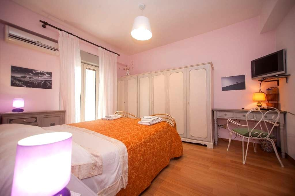 Double room close to sea (100m)and Taormina (15km) - Furci Siculo - Bed & Breakfast