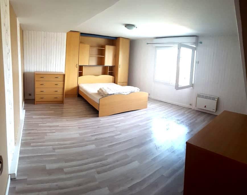 chambre privée n°1 dans maison spacieuse - Luché-Pringé - Casa