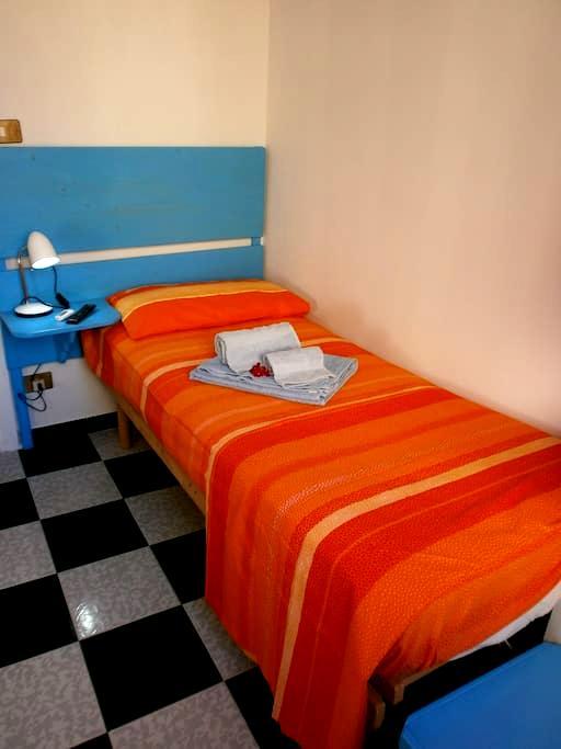 Singola con bagno privato+colazzion - Giardini Naxos - Bed & Breakfast