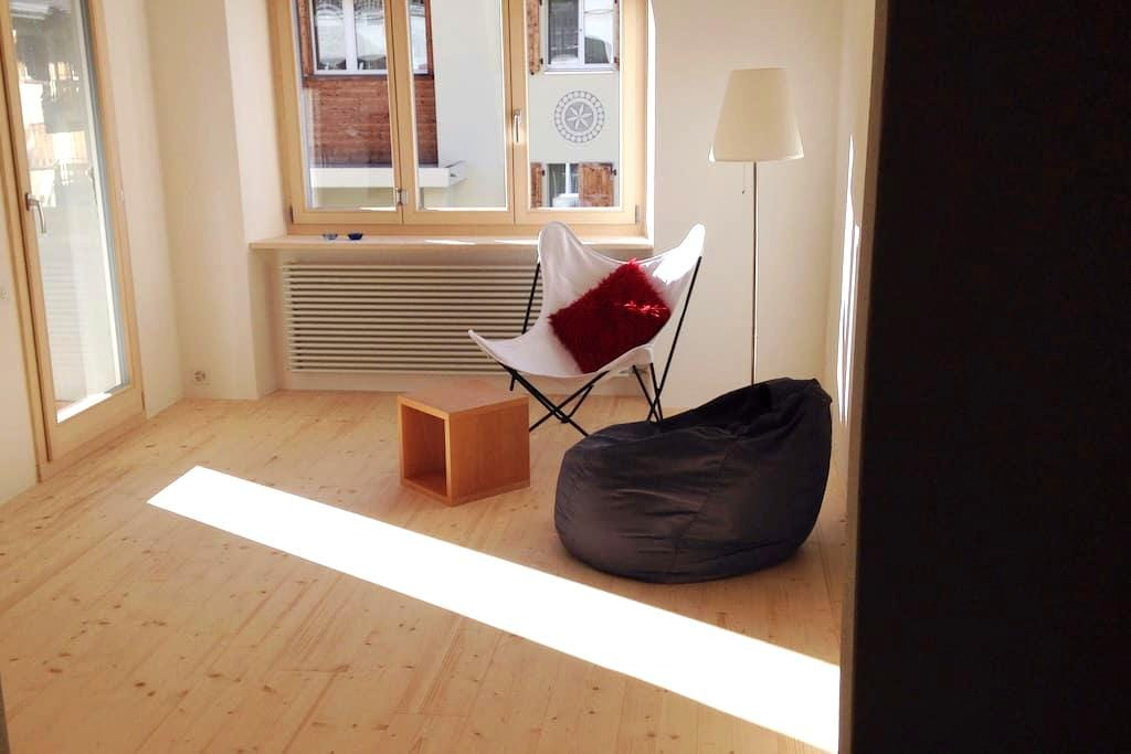 Haus Ahorn; 300 m  zur Gotschnabahn & zum Bahnhof - Klosters-Serneus - Appartement