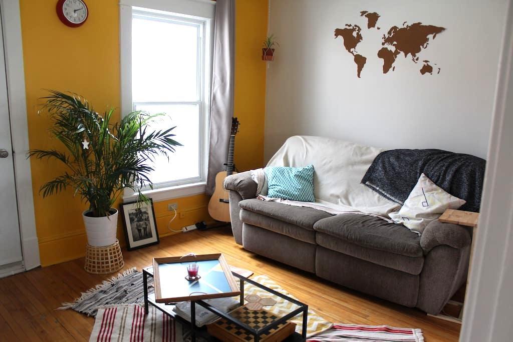 Bel appartement lumineux bien placé - Sherbrooke - Apartment