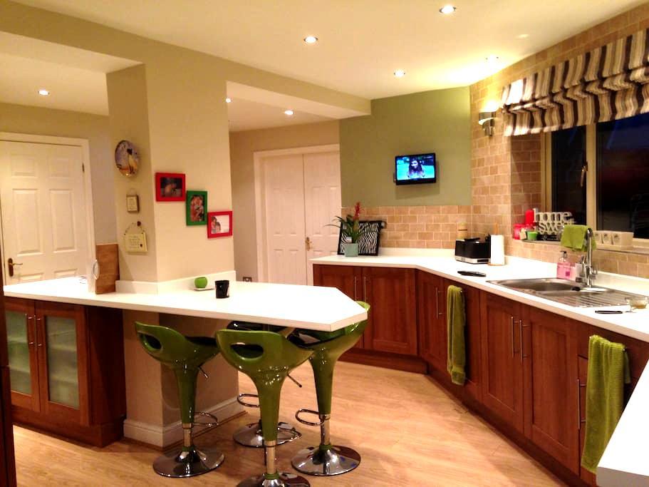 Quiet en-suite double room - Rossington - Ev