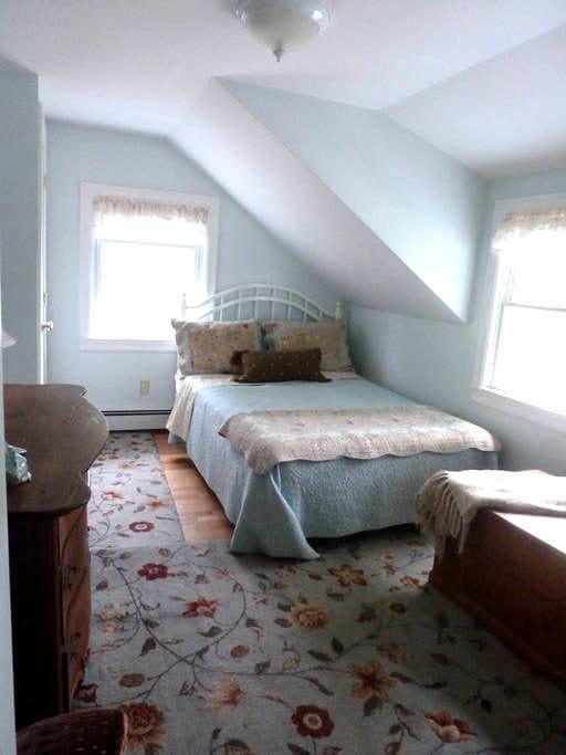Cape Cod Sea Horse Full Bed Bourne Walk to Beach - Bourne - Huis