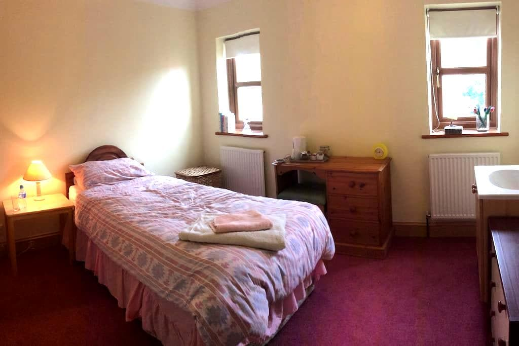 A single room located in a picturesque village - Dunnington - Casa
