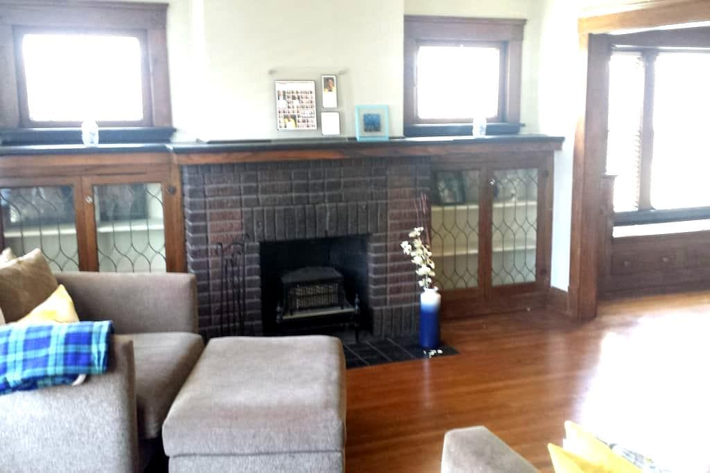 Relaxing Safe Haven - No Car Needed! - Cleveland - Huis