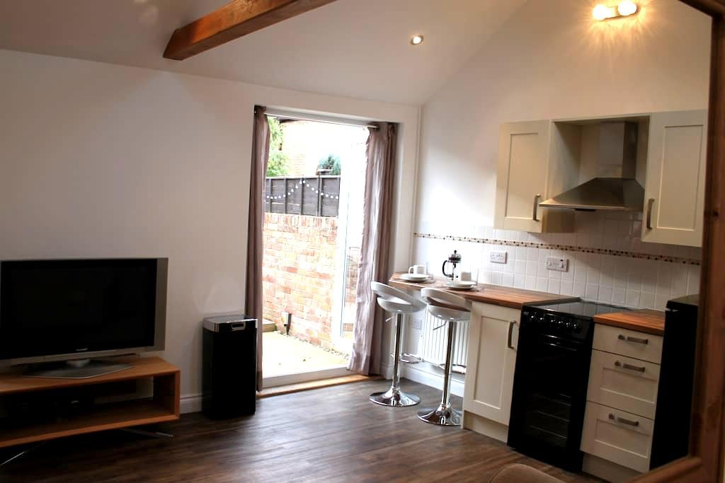 Secret Lodge in County Town of Somerset - Taunton - Bungalow