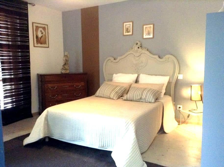 Chambre privé dans grande maison - Eaunes - House