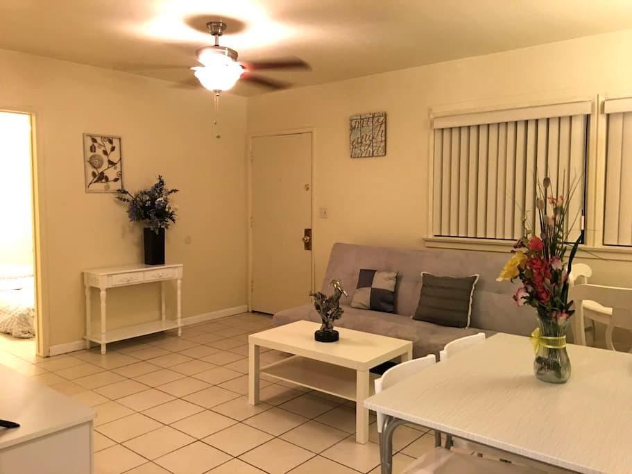 Cozy 3 bedroom Home In San Gabriel - San Gabriel