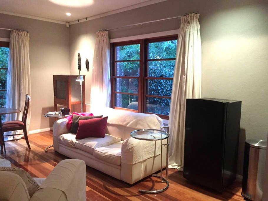 Red House Garden Retreat - Narrabundah