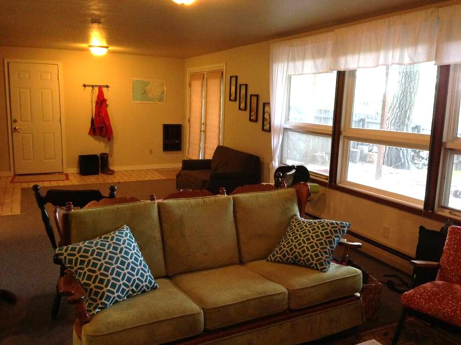 Private Downstairs Apartment - 赫勒拿(Helena) - 公寓