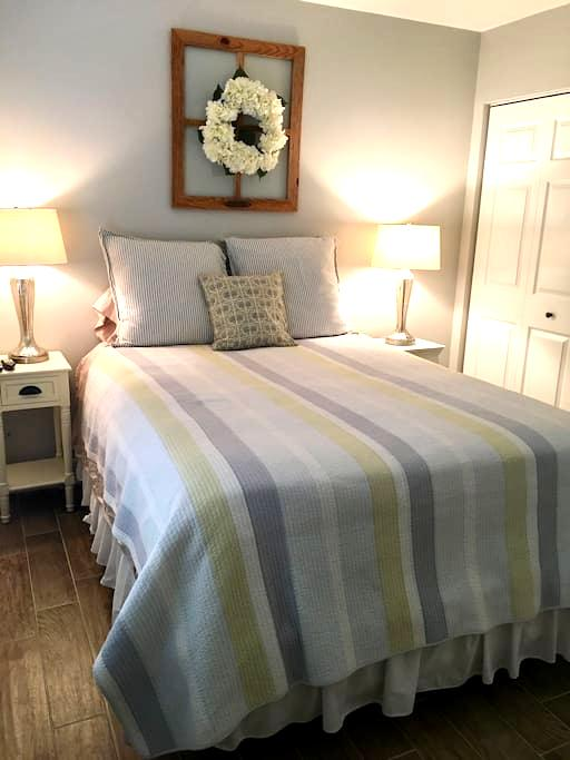 Beautiful & Clean Private Bedroom & Bathroom! - Royal Palm Beach - Hus