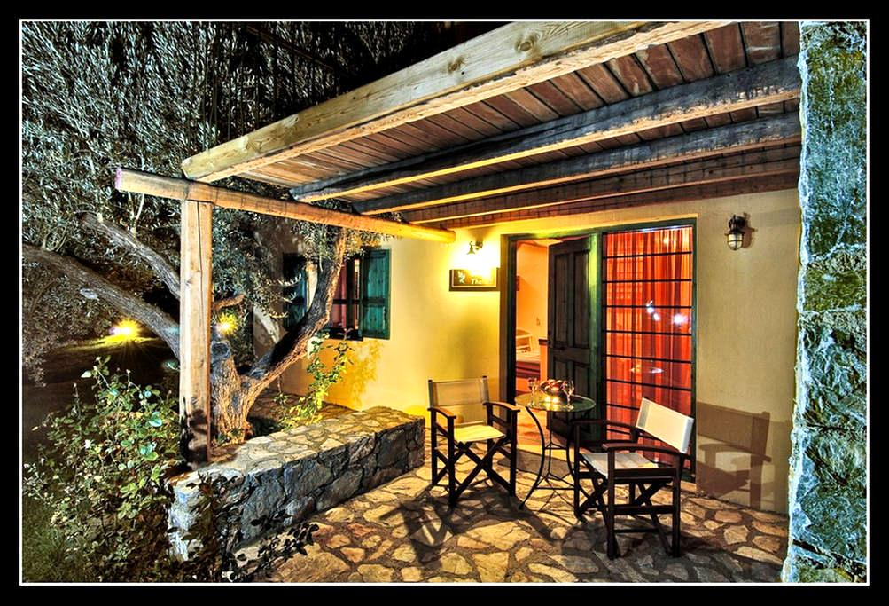 traditional  cottage with attic  - Zaros - Bed & Breakfast