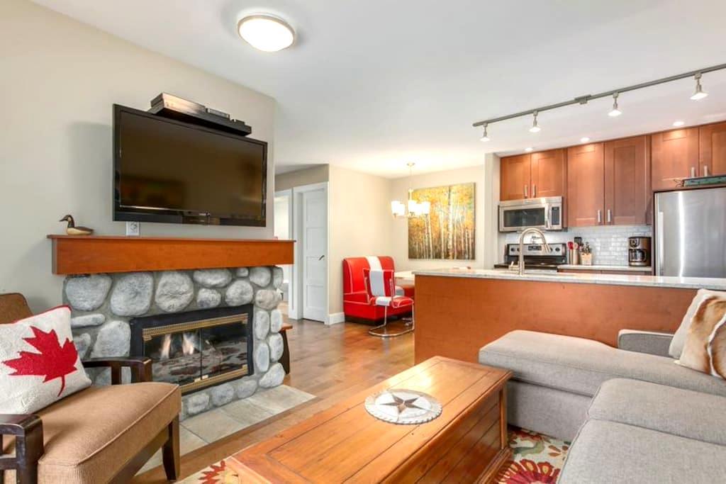 Whistler Coach House   - Whistler - Apartamento