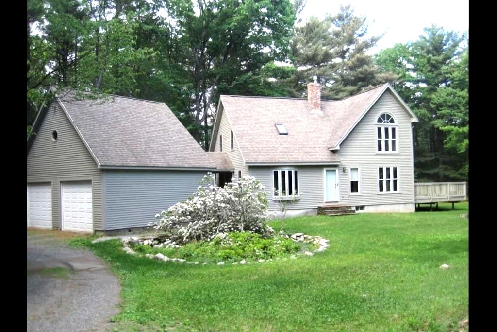 Cozy/Sunny/Clean/Homey room in West MA - Shutesbury - House