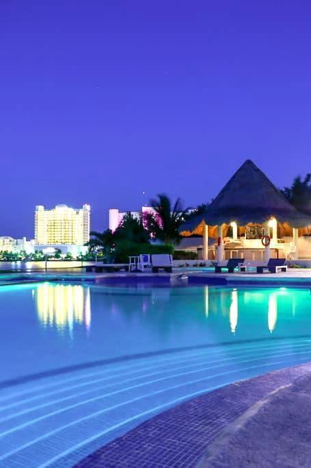 Cancun on Isla Dorada Zona Hotelera - Cancún - Departamento