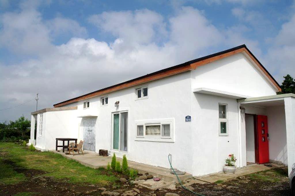 아뜰리에 하우스   파스텔집 - Seongsan-eup, Seogwipo-si - House