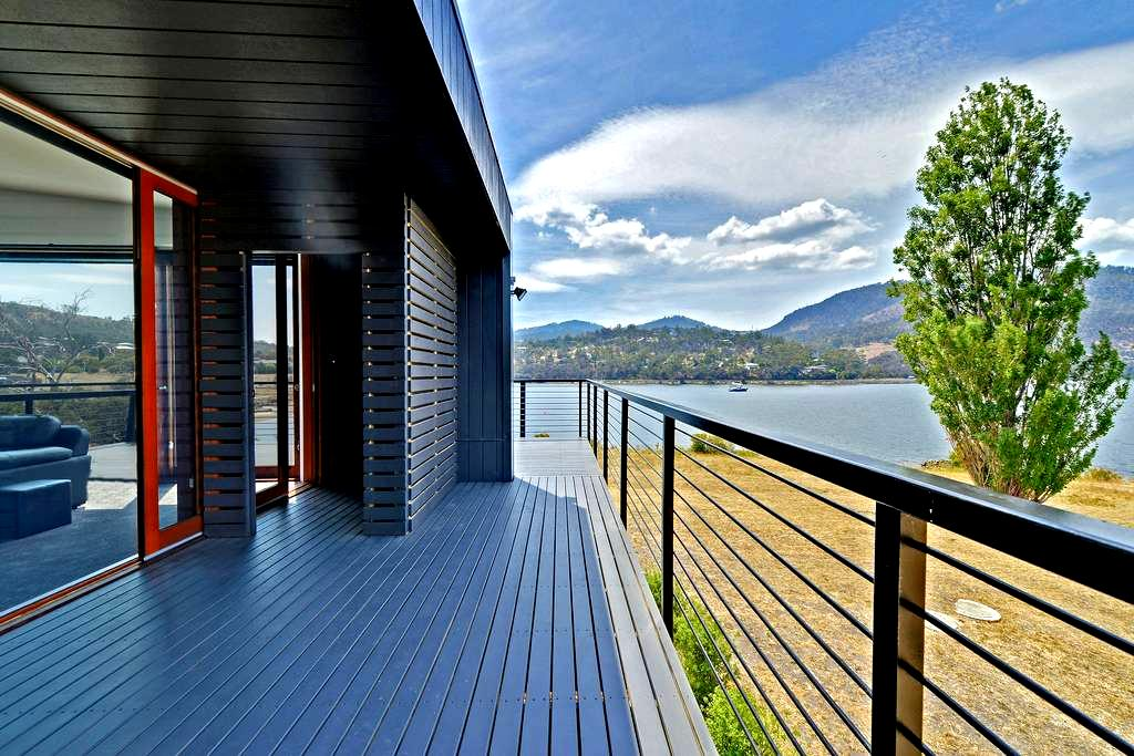 New Luxury five-star Waterfront Retreat Built 2016 - Old Beach, Hobart - Ház