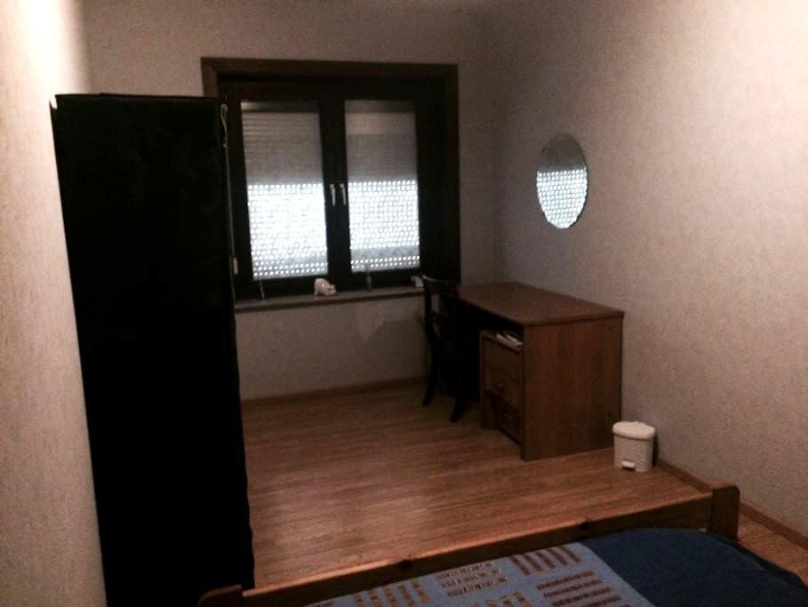 CHEAP ROOM 20 MIN FROM BRUSSELS - Denderleeuw - Rumah