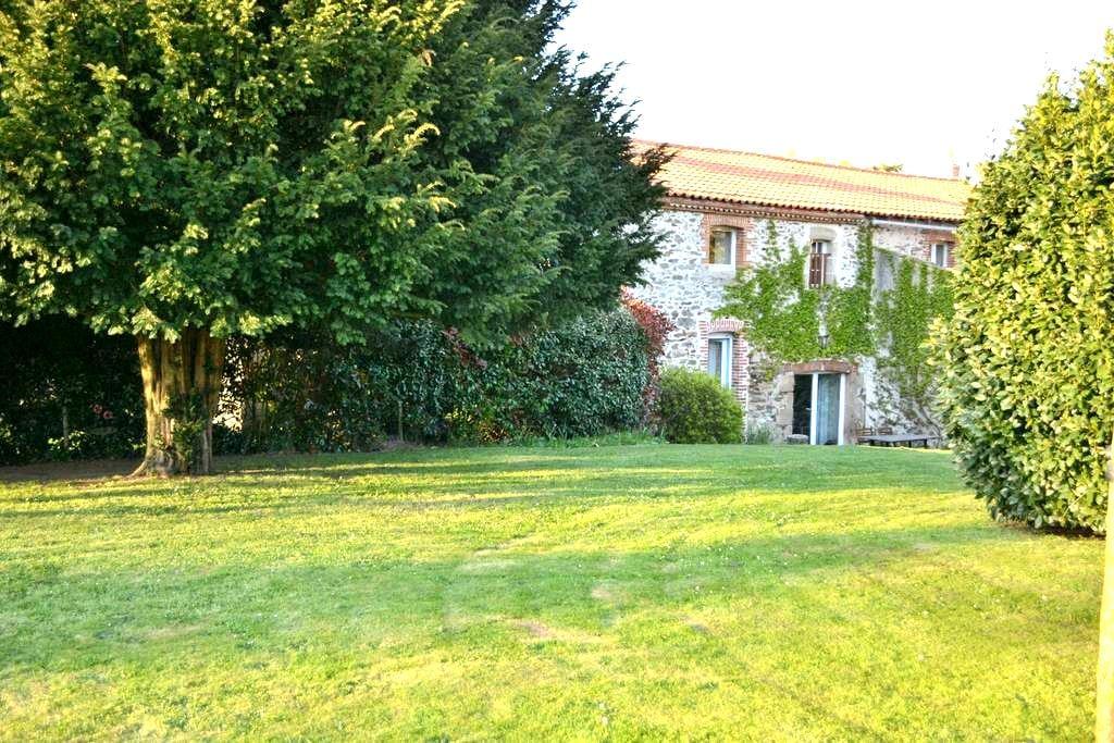 La Marche, maison XVII au bord de l'eau / 8 pers - La Séguinière