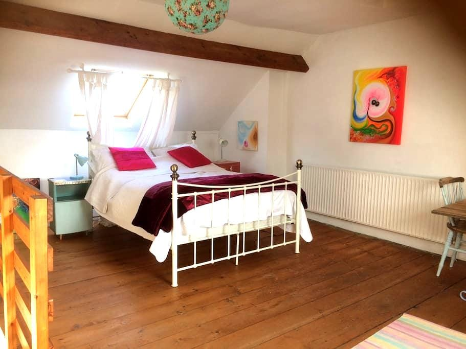 Spacious room in quaint village of Appledore - Appledore - Rumah