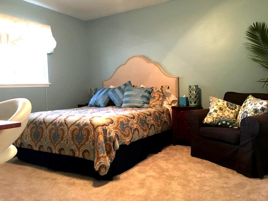 Spacious and quiet master suite w/private bath - Mountain View - Huis