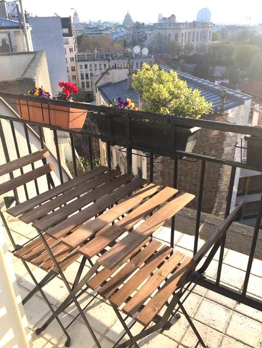 studio calme avec terrasse sur les toits de Paris - Paris - Apartment