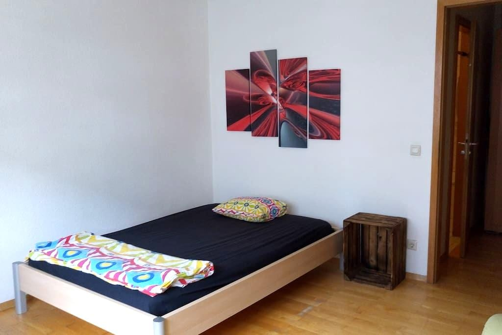 cozy room, great location, right by Hauptbahnhof - Heidelberg - Byt