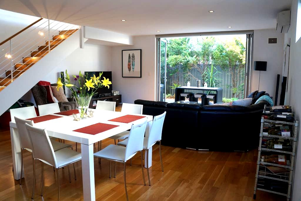 Modern townhouse in North Perth - North Perth - House