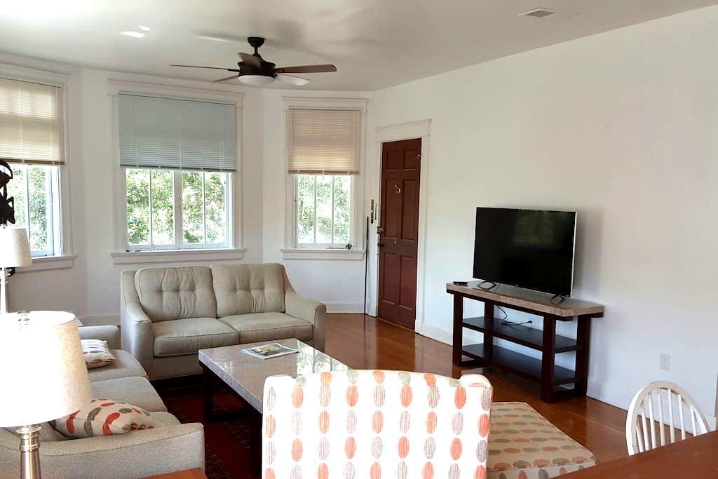 Modern 2 bdrm luxury apt uptown - Nova Orleans - Apartamento