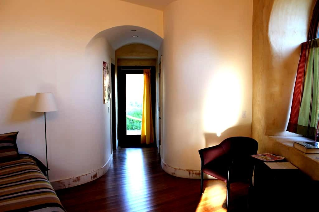 Lg bdrm & bath w/seperate entry - Sonoma - Rumah