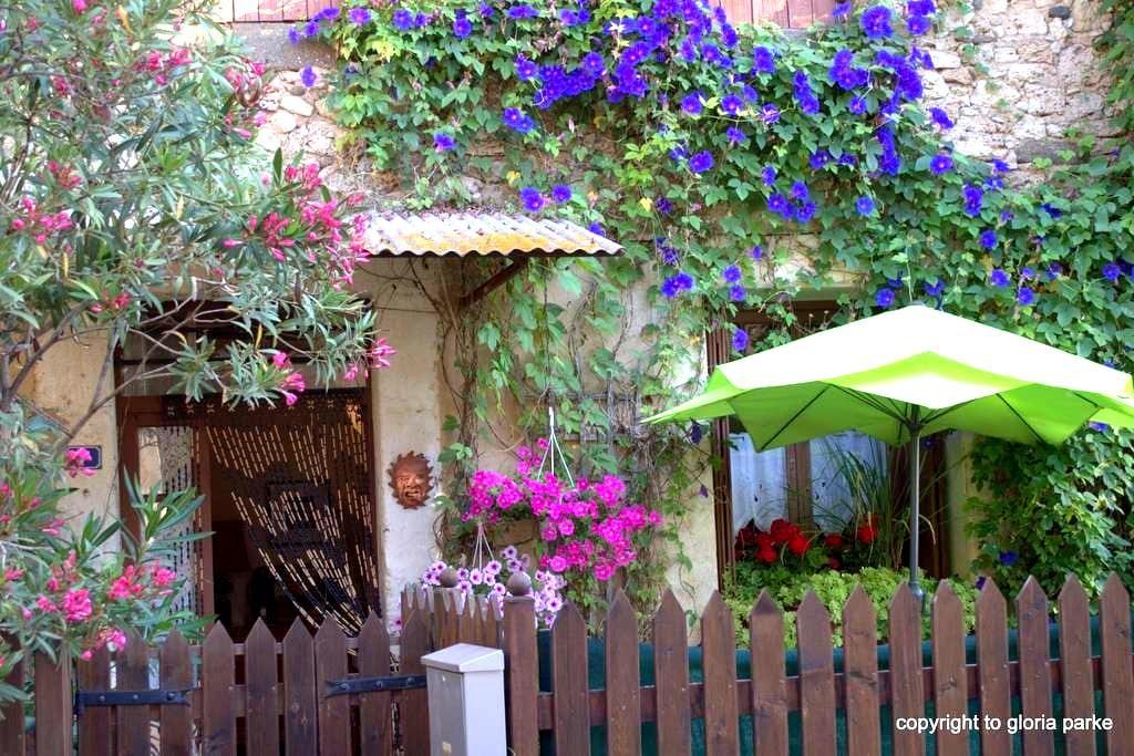 Rose Cottage. Sun, calm, and WiFi - Aspiran - บ้าน